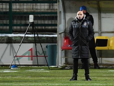 Adrian Guľa na lavičke