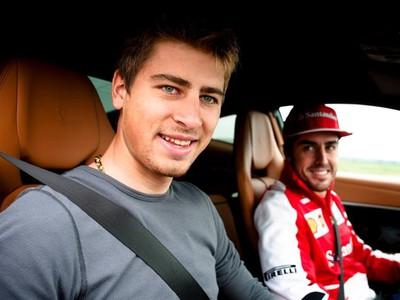 Fernando Alonso ukázal Saganovi