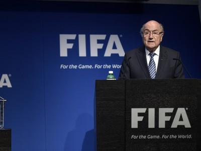 Sepp Blatter oznamuje rezignáciu