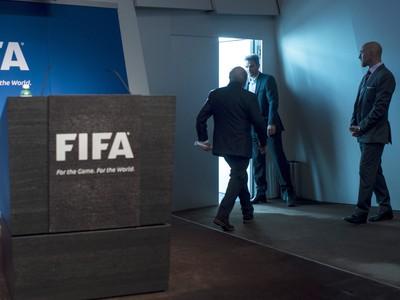 Sepp Blatter opúšťa tlačovú