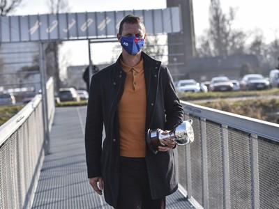 Slovenský tenista Filip Polášek pózuje s trofejou