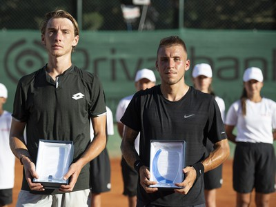 Lukáš Klein a Alex Molčan s trofejami po finále