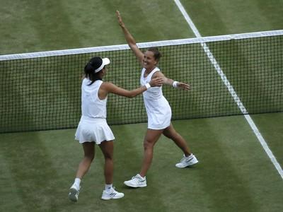Barbora Strýcová a Chsieh Su-wej oslavujú finálový triumf