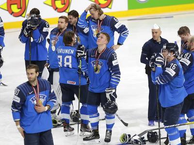 Fínski hokejisti po prehre