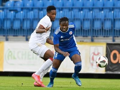 Na snímke vľavo hráč Trnavy Kelvin Boateng a hráč Senice Christopher Goslin počas zápasu 2. kola Fortuna ligy medzi FK Senica a FC Spartak