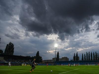 Mraky nad štadiónom FK