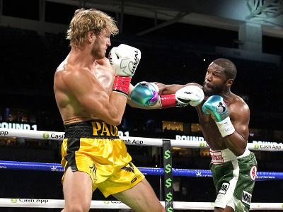 Exhibičný zápas medzi Floydom