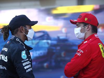 Lewis Hamilton a Charles Leclerc