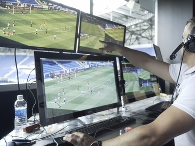 Futbaloví video-rozhodcovia