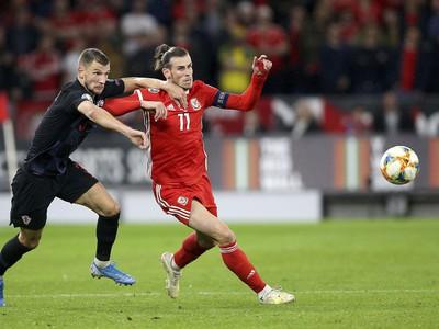 Gareth Bale uniká súperovi