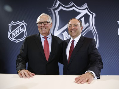 Gary Bettman (vpravo) a