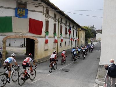 Cyklisti počas 16. etapy Giro d'Italia