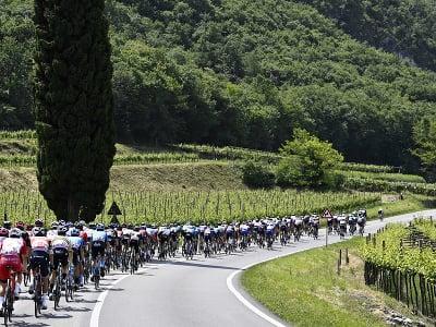 Cyklisti počas 18. etapy Giro d'Italia