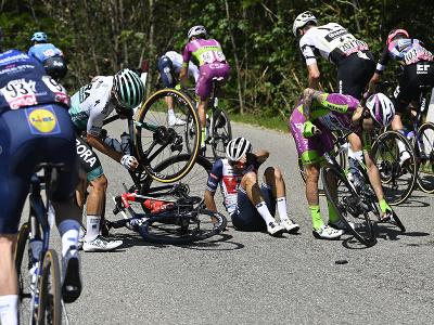 Hromadný pád počas 19. etapy Giro d'Italia