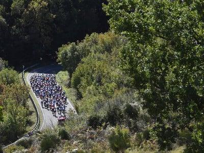 Cyklisti počas 6. etapy Giro d'Italia