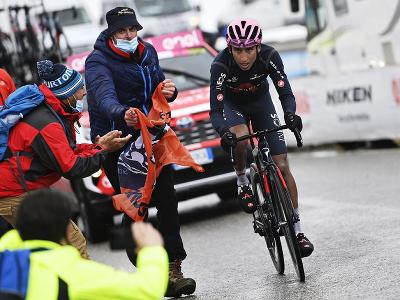 Egan Bernal počas 16. etapy Giro d'Italia