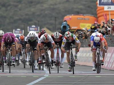 Šprintérsky záver 3. etapy na Gire napokon pre Gaviriu