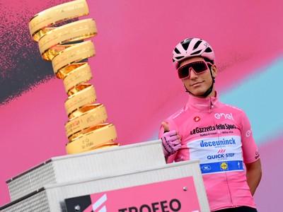 Joao Almeida v ružovom drese pre lídra pretekov