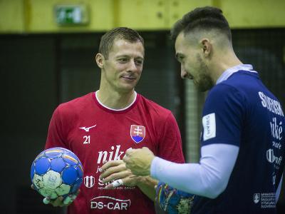 Na snímke reprezentanti SR v hádzanej mužov, zľava Ľubomír Ďuriš a Martin Briatka