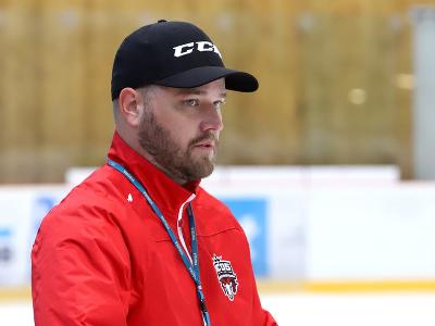 Na snímke hlavný tréner