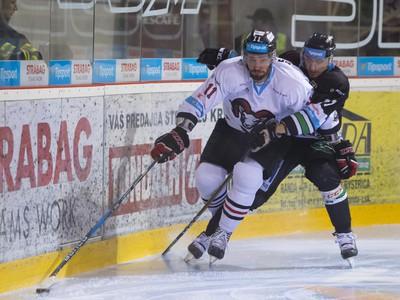 Na snímke zľava Josh Brittain (Banská Bystrica) a Michal Novák (Nové Zámky)