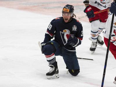 Na snímke Brendan Ranford (Slovan) sa teší z gólu počas štvrtého zápasu semifinále hokejovej Kaufland play off Tipos extraligy HC Slovan Bratislava - HKM Zvolen