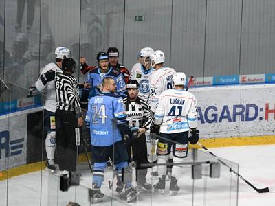 Potýčka medzi hokejistami