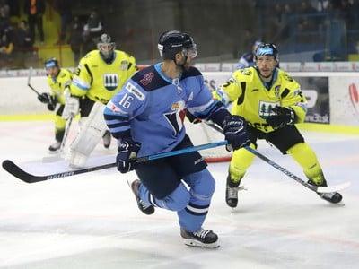 Na snímke zľava Roman Kukumberg (Slovan) a Janis Andersons (Detva)