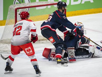 Na snímke zľava Rostislav Martynek (Triněc), Michal Beňo a Samuel Hlavaj (obaja Slovan)