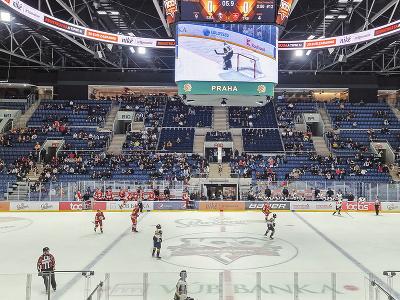 Pohľad na časť tribúny s divákmi v 1. kole hokejovej Tipos extraligy HC Slovan Bratislava - HK Dukla Trenčín