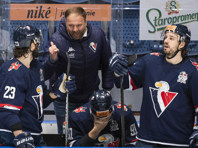 Na snímke zľava Brant Harris (Slovan), hlavný tréner HC Slovan Róbert Döme, Branislav Repáč (Slovan) a Brendan O'Donnell (Slovan)