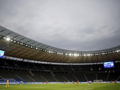 Pohľad na prázdne tribúny počas berlínskeho derby