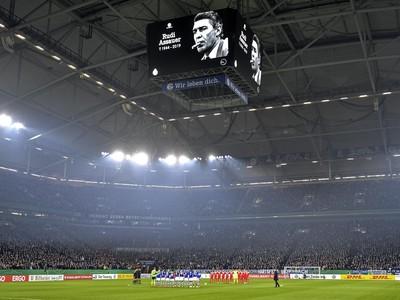 Priaznivci a hráči si uctili minútou ticha Rudi Assauera