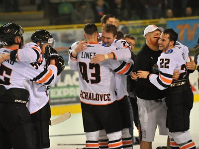 Na snímke hokejisti HK Dukla Ingema Michalovce postúpili do najvyššej slovenskej súťaže Tipsport Ligy