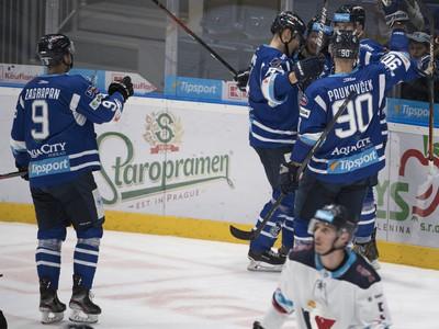 Hráči Popradu oslavujú gól v zápase so Slovanom
