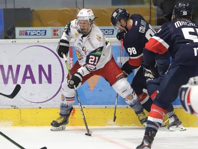 Na snímke zľava Radovan Puliš (Zvolen) a Andrej Golian (Slovan)