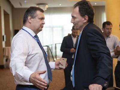 Na snímke kandidáti na prezidenta Slovenského zväzu ľadového hokeja (SZĽH), vpravo Miroslav Šatan a vľavo Dárius Rusnák
