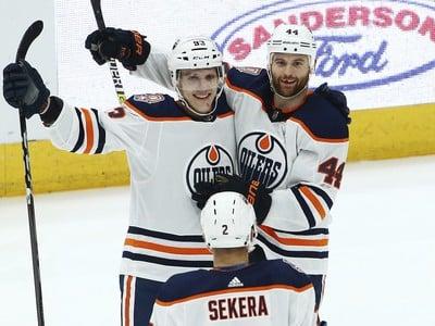 Gólové oslavy hráčov Oilers