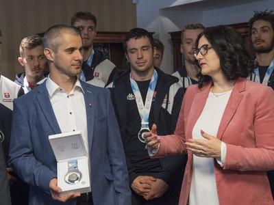 Ministerka školstva, vedy, výskumu a športu SR Martina Lubyová (nominantka SNS) prijala úspešný tím hokejistov z 29. Svetovej zimnej univerziády v ruskom Krasnojarsku