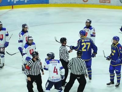 Zápasová momentka v súboji Slovenska U18 - Švédsko U18
