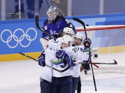 Hráči Slovinska sa radujú