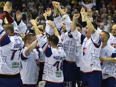 Víťazné oslavy slovenských hokejbalistov