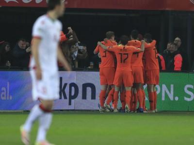 Holandskí futbalisti sa tešia po góle v zápase C-skupiny kvalifikácie o postup na EURO 2020 Holandsko - Bielorusko
