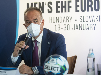 Na snímke predseda predstavenstva OV EHF EURO 2022 Igor Nemeček počas tlačovej konferencie k majstrovstvám Európy v hádzanej mužov