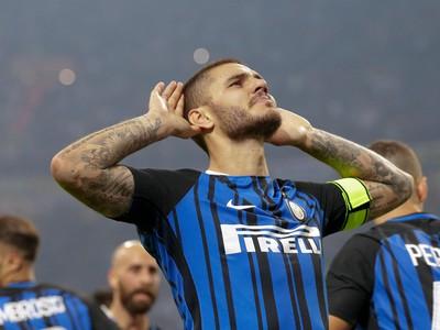 Haló, nepočujem vás! Mauro Icardi oslavuje s fanúšikmi Interu Miláno otvárací gól zápasu