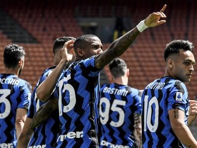 Hráči Interu Miláno oslavujú