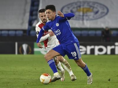 Hráč Leicesteru Cengiz Under(vpravo)