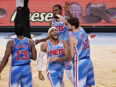 James Harden zažil v drese Brooklynu Nets vydarený debut