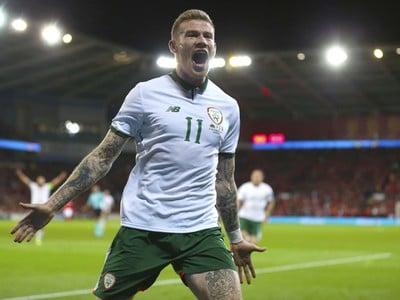 James McClean oslavuje gól