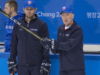 Craig Ramsay a tréner brankárov Ján Lašák počas tréningu Slovákov